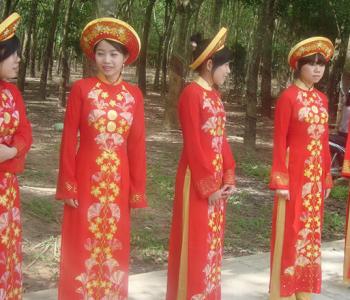 Выставка «Национальный костюм и народные промыслы Вьетнама»